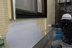 千葉県松戸市S様邸の外壁塗装と屋根塗装工程:上塗り1回目(ファインシリコンフレッシュ)