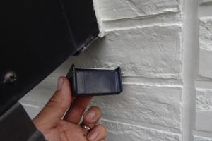 千葉県成田市M様邸の外壁塗装と屋根塗装工程:雨スジストッパー取り付け