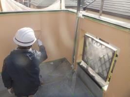 千葉県船橋市U様邸の外壁塗装と屋根塗装工程:中塗り2回目(ダイヤモンドコートBS水性)