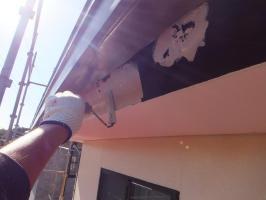 茨城県つくばみらい市N様邸の外壁塗装と屋根塗装工程:下塗り(塩ビゾルウレタンプライマー)