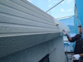 千葉県白井市I様邸の外壁塗装と屋根塗装工程:下塗り(塩ビゾルウレタンプライマー