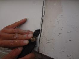 千葉県松戸市O様邸の外壁塗装と屋根塗装工程:コーキング打ち替え(撤去/Vカット)
