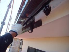 茨城県つくばみらい市N様邸の外壁塗装と屋根塗装工程:上塗り1回目(1液ファインシリコンセラUV)