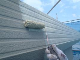 千葉県白井市I様邸の外壁塗装と屋根塗装工程:下塗り(塩ビゾルウレタンプライマー)