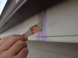 千葉県松戸市S様邸の外壁塗装と屋根塗装工程:コーキング打ち替え(プライマー)