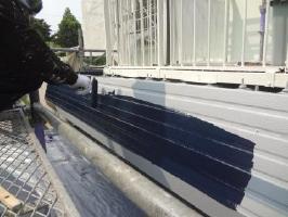 茨城県取手市O様邸の外壁塗装と屋根塗装工程:上塗り1回目 (1液ファインシリコンセラUV)