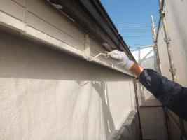 千葉県船橋市U様邸の外壁塗装と屋根塗装工程:上塗り2回目(ファインシリコンフレッシュ)