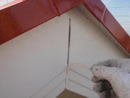 茨城県取手市T様邸の外壁塗装と屋根塗装工程:ジョイント部のコーキング打ち替え(撤去)