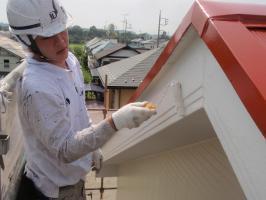 茨城県取手市T様邸の外壁塗装と屋根塗装工程:上塗り2回目(ファインシリコンフレッシュ)