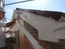 千葉県松戸市O様邸の外壁塗装と屋根塗装工程:上塗り2回目(1液ファインシリコンセラUV)
