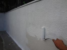 千葉県我孫子市H様邸の外壁塗装と屋根塗装工程:下塗り(水性ミラクシーラーエコ)