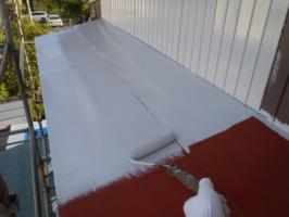 千葉県松戸市A様邸の外壁塗装と屋根塗装工程:下塗り(ハイポンファインプライマーⅡ)