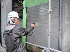 千葉県野田市I様邸の外壁塗装と屋根塗装工程:高圧洗浄
