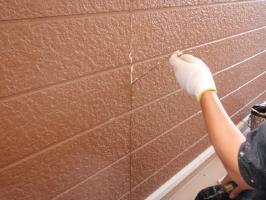 千葉県柏市サンハイツ新堀様邸の外壁塗装と屋根塗装工程:目地のコーキング剤の打ち替え(撤去)
