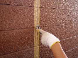千葉県柏市サンハイツ新堀様邸の外壁塗装と屋根塗装工程:コーキングの打ち替え