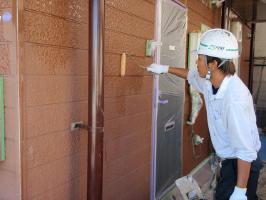 千葉県柏市サンハイツ新堀様邸の外壁塗装と屋根塗装工程:下塗り