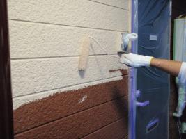 千葉県柏市サンハイツ新堀様邸の外壁塗装と屋根塗装工程:中塗り