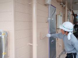 千葉県柏市サンハイツ新堀様邸の外壁塗装と屋根塗装工程:上塗り