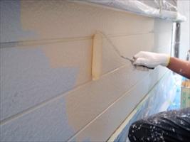 千葉県柏市和田様邸の外壁塗装と屋根塗装工程:中塗り(水性シリコンセラUV)