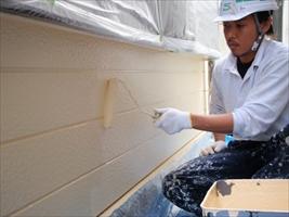 千葉県柏市和田様邸の外壁塗装と屋根塗装工程:上塗り(水性シリコンセラUV)