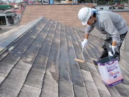 千葉県柏市サンハイツ新堀様邸の外壁塗装と屋根塗装工程:下塗り(1~2回塗り)