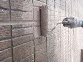 千葉県我孫子市U様邸の外壁塗装と屋根塗装工程:中塗り(オーデフレッシュSi)