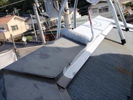 千葉県柏市和田様邸の外壁塗装と屋根塗装工程:板金部の下塗り