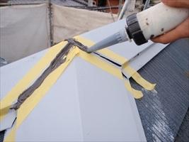 千葉県柏市和田様邸の外壁塗装と屋根塗装工程:繋ぎと釘頭のコーキング打ち込み