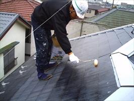 千葉県柏市和田様邸の外壁塗装と屋根塗装工程:下塗り(屋根プライマーEP)1~2回塗り