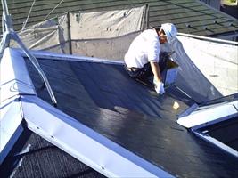千葉県柏市和田様邸の外壁塗装と屋根塗装工程:下塗り(屋根プライマーEP)