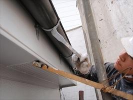 千葉県柏市和田様邸の外壁塗装と屋根塗装工程:鉄部下塗り