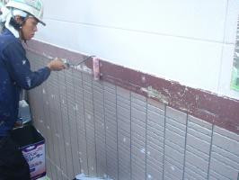 千葉県我孫子市U様邸の外壁塗装と屋根塗装工程:下塗り(浸透性強化シーラー)【3回塗】