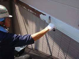 千葉県我孫子市U様邸の外壁塗装と屋根塗装工程:中塗り(ファインプライマーⅡ)