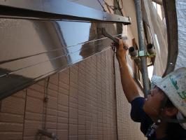 千葉県我孫子市U様邸の外壁塗装と屋根塗装工程:上塗り(2回目)弾性クリーンマイルドウレタン
