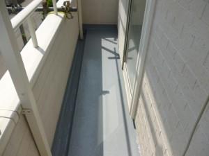守谷市の外壁塗装と屋根塗装のベランダFRP防水施工前写真