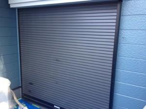 柏の外壁塗装と屋根塗装のシャッターの施工前写真