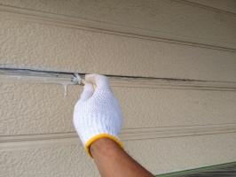 千葉県我孫子市I様邸の外壁塗装と屋根塗装工程:塗膜剥離の補修(プライマー塗布)