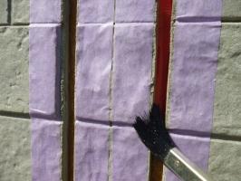 茨城県守谷市I様邸の外壁塗装と屋根塗装工程:コーキングの打ち替え(プライマー)