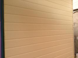 千葉県我孫子市I様邸の外壁塗装と屋根塗装工程:上塗り2回目(ファインシリコンフレッシュ)