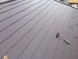 千葉県我孫子市I様邸の外壁塗装と屋根塗装工程:上塗り2回目 (ヤネフレッシュSi)