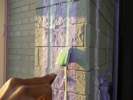 茨城県守谷市I様邸の外壁塗装と屋根塗装工程:コーキングの打ち替え(打ち込み)