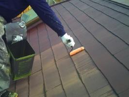 千葉県我孫子市I様邸の外壁塗装と屋根塗装工程:下塗り(浸透性下地強化シーラー)1~2回塗り
