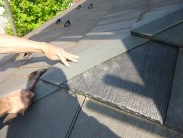 茨城県守谷市I様邸の外壁塗装と屋根塗装工程:割れた積水瓦イオルーフⅡの交換