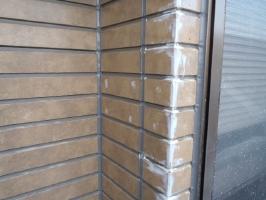 千葉県松戸市S様邸の外壁塗装と屋根塗装工程:劣化部分のパテ補修(パテ補修)