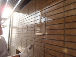 千葉県松戸市S様邸の外壁塗装と屋根塗装工程:下塗り(ファイン浸透シーラー)