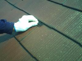 千葉県我孫子市I様邸の外壁塗装と屋根塗装工程:縁切り材の挿入(タスペーサー)