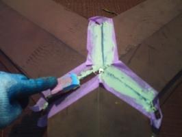 千葉県我孫子市I様邸の外壁塗装と屋根塗装工程:棟包みのコーキング打ち替え(ならし)