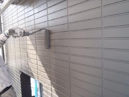 千葉県松戸市S様邸の外壁塗装と屋根塗装工程:上塗り2回目( ダイヤモンドコート)