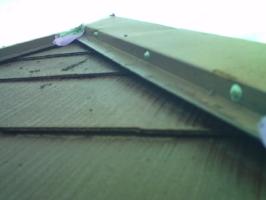 千葉県我孫子市I様邸の外壁塗装と屋根塗装工程:釘頭にもコーキング剤工事