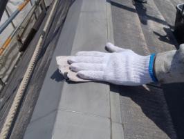 千葉県松戸市S様邸の外壁塗装と屋根塗装工程:板金部の下塗り